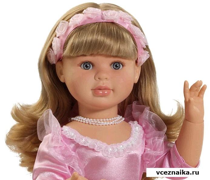 Новинка 2012 года.  Теперь, благодаря шарнирным соединениям у куклы сгибаются руки в локтях и ноги в коленях...