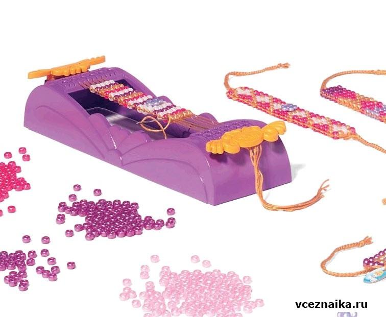 В набор для создания украшений из бисера в технике плетения входят: станок, 750бусин бисера пяти цветов...